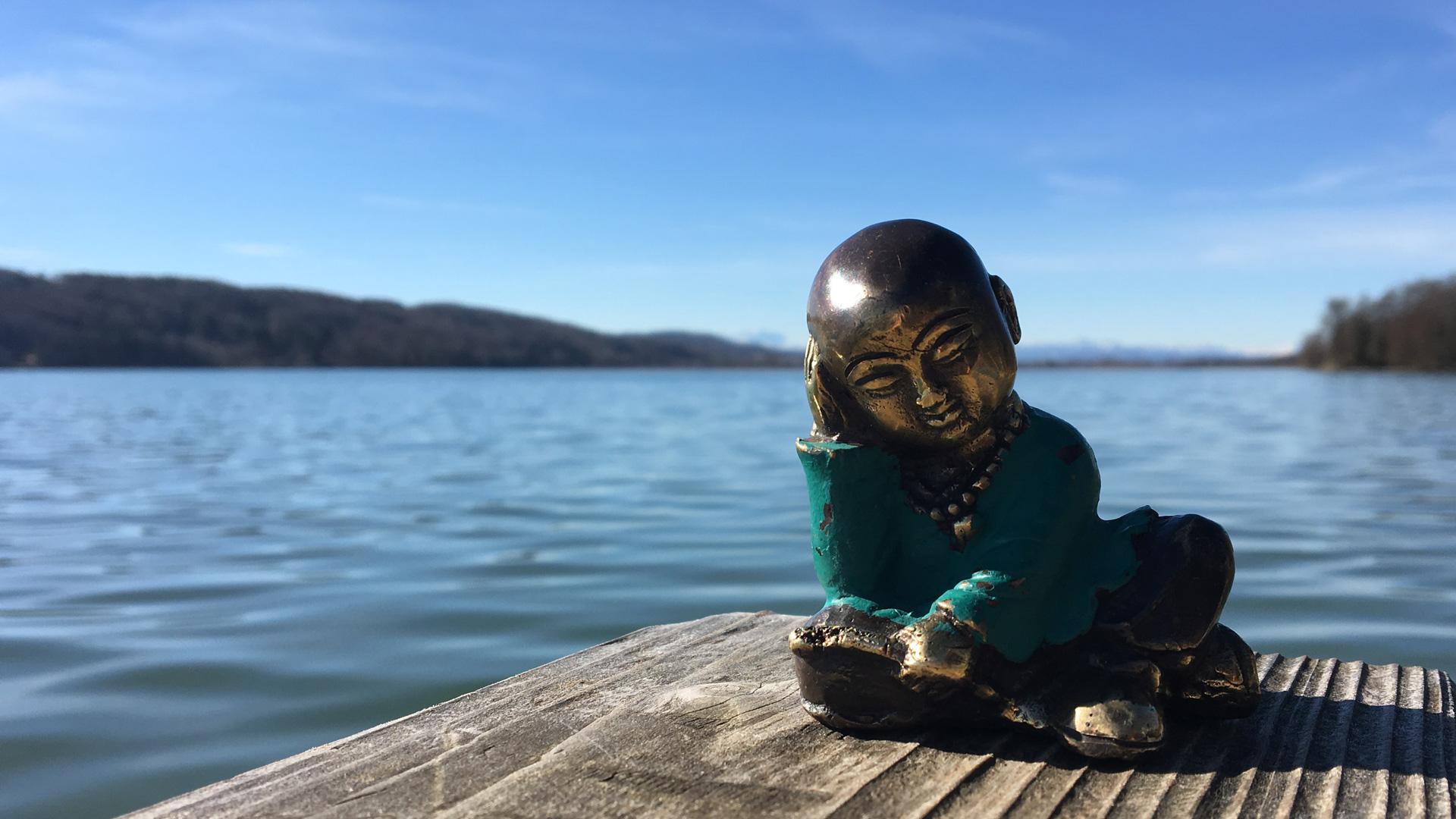 MBSR_Achtsamkeint Buddha am See